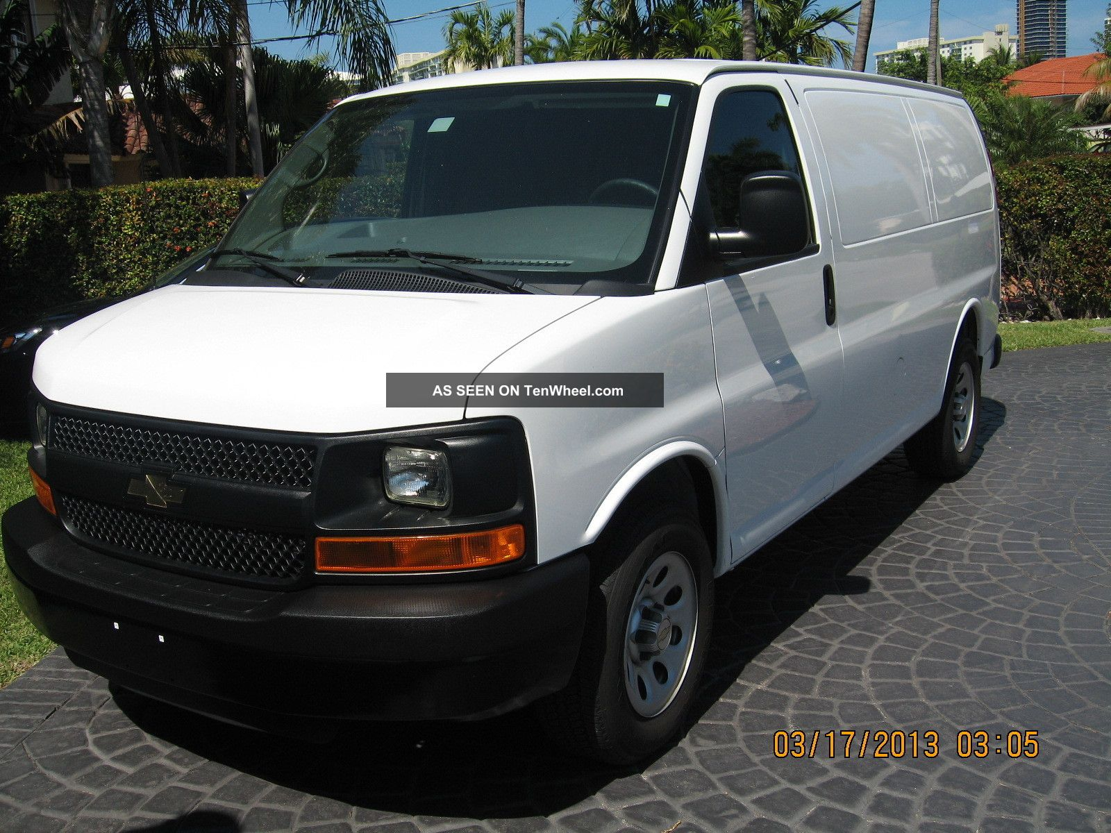 2010 chevrolet express 1500 base standard cargo van 3 door 4 3l. Black Bedroom Furniture Sets. Home Design Ideas
