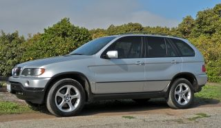2002 Bmw X5 3.  0i Sport Utility 4 - Door 3.  0l photo