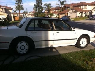 1990 Pontiac Bonneville Sse Sedan 4 - Door 3.  8l photo