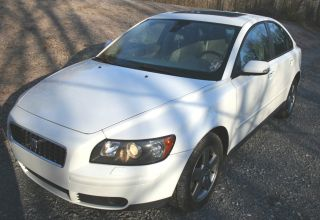2006 Volvo S40 T5 Sedan 4 - Door 2.  5l All Wheel Drive - Auto - Loaded - Turbo photo