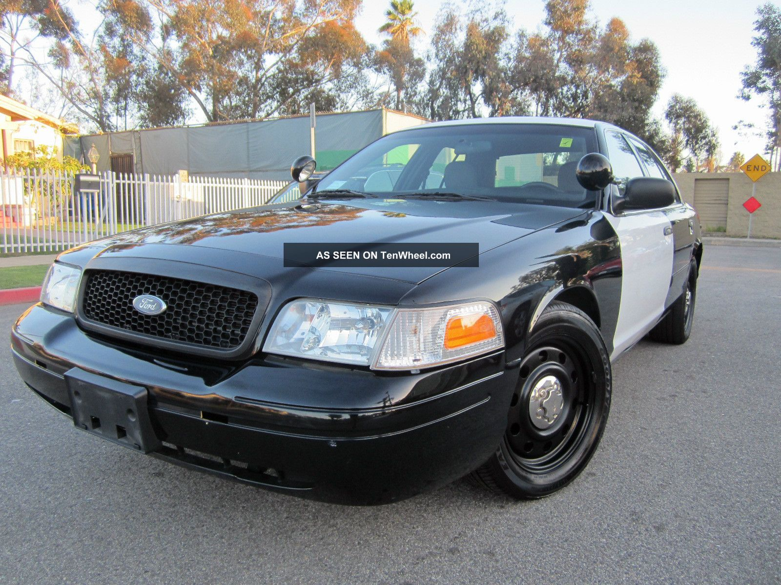 2009 ford crown victoria police interceptor sedan 4 door. Black Bedroom Furniture Sets. Home Design Ideas