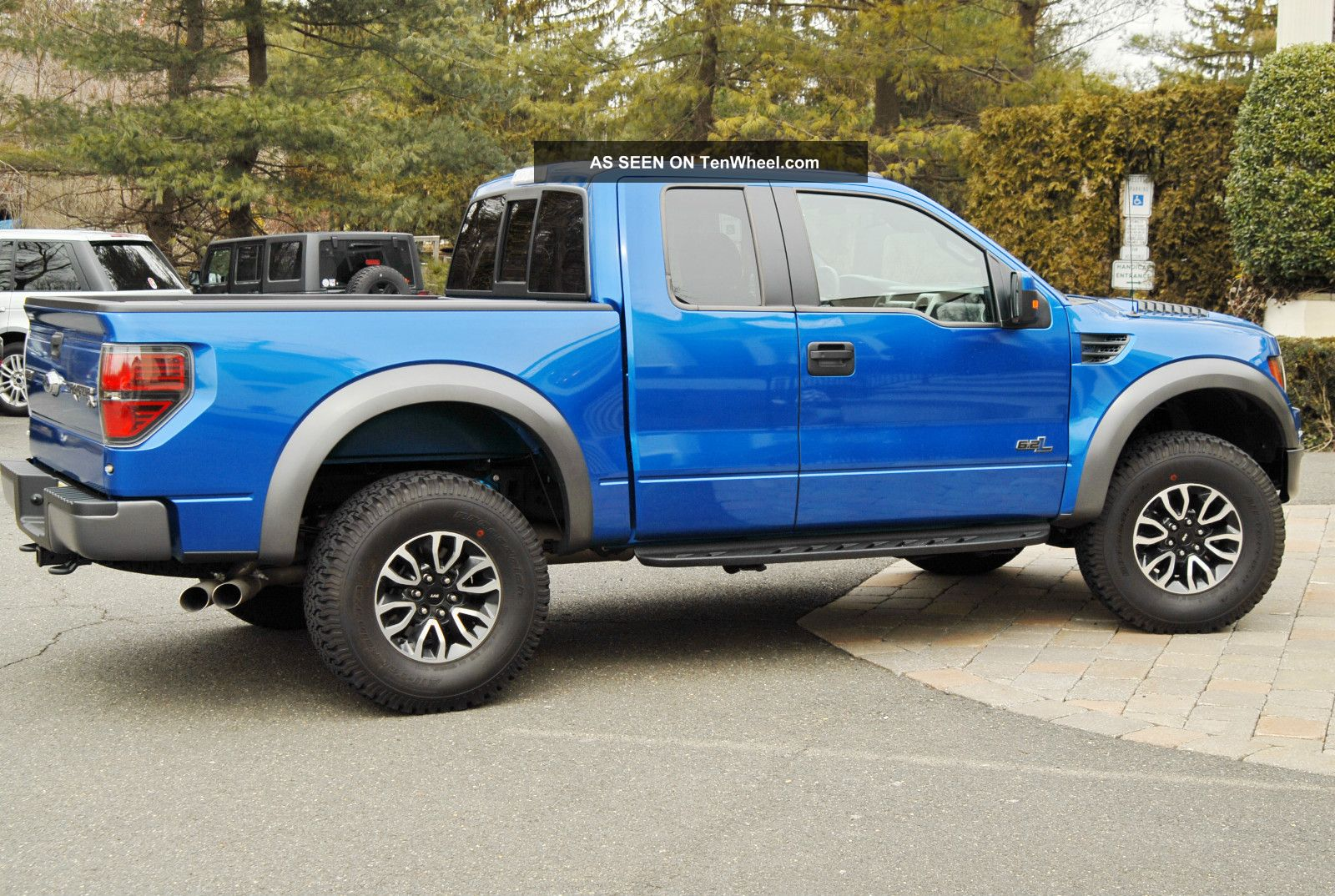 2012 ford f 150 svt raptor extended cab pickup 4 door. Black Bedroom Furniture Sets. Home Design Ideas