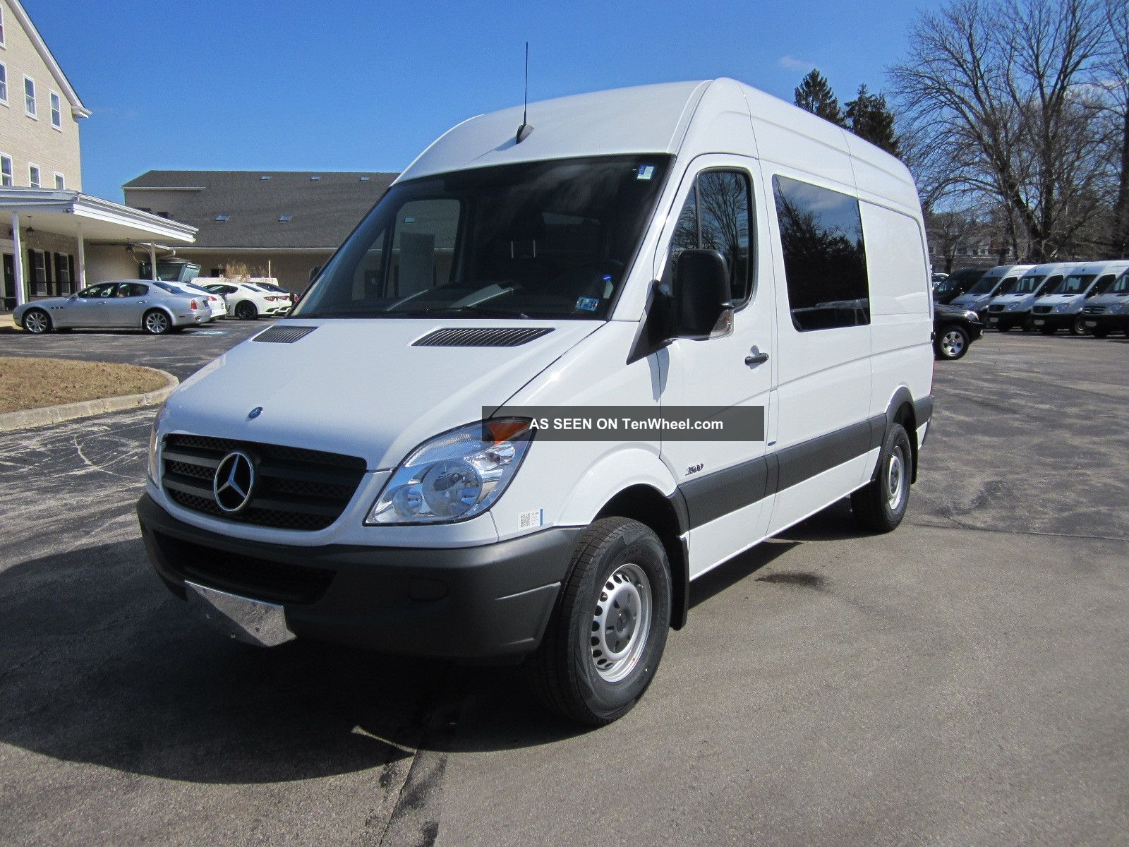 2013 mercedes benz sprinter cargo crew van 5 for Mercedes benz passenger van