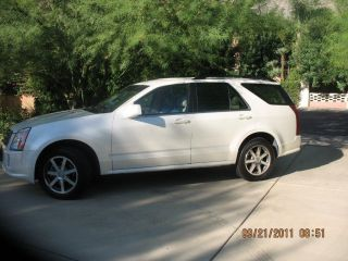 2004 Cadillac Srx - 4 Door,  8 Cylinder,  Automatic photo