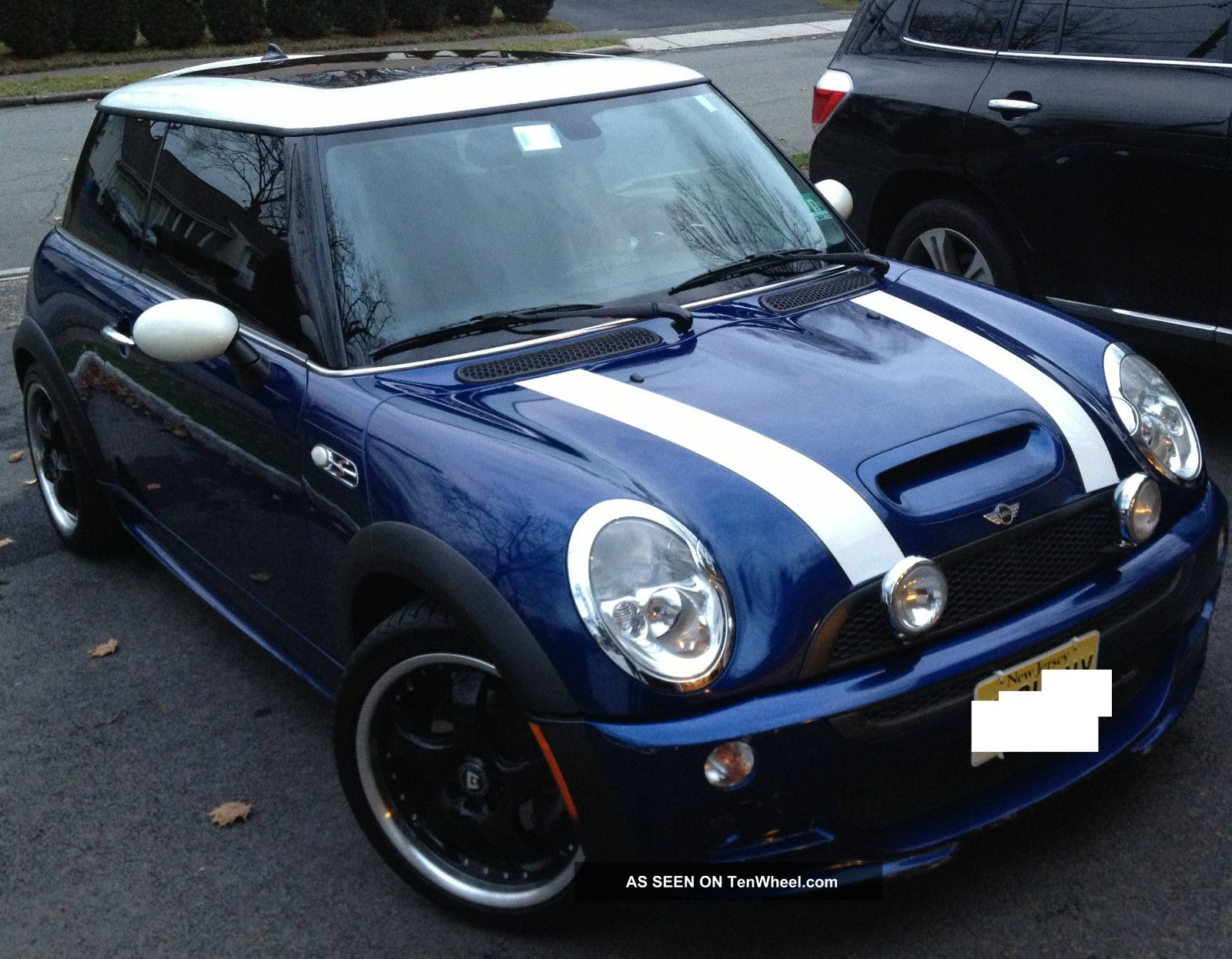 2004 mini cooper s hatchback 2 door 1 6l with john cooper works package. Black Bedroom Furniture Sets. Home Design Ideas