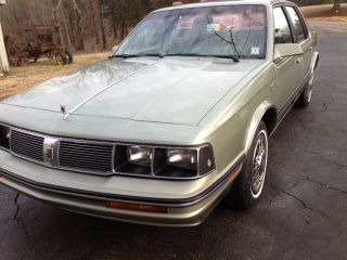 1987 Cutlas Sierra 32mpg Great Gas Mileage Immaculate Condition photo