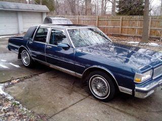 1990 Chevrolet Caprice Classic Ls Brougham Sedan 4 - Door 5.  0l photo