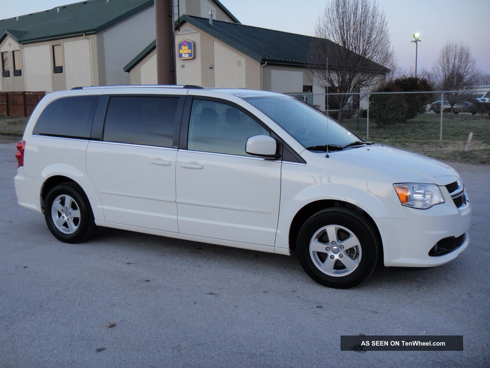 2011 dodge grand caravan crew stow n go quad seating grand caravan. Cars Review. Best American Auto & Cars Review