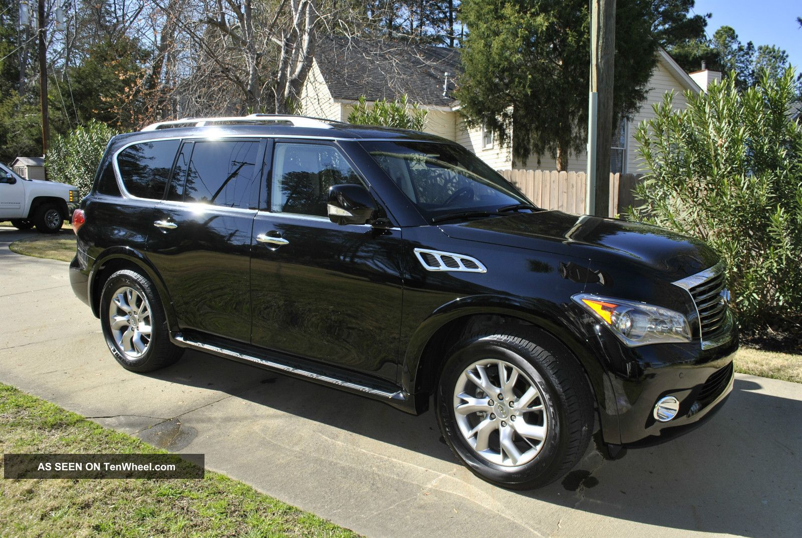 2011 Infiniti Qx56 Base Sport Utility 4 - Door 5.  6l QX56 photo