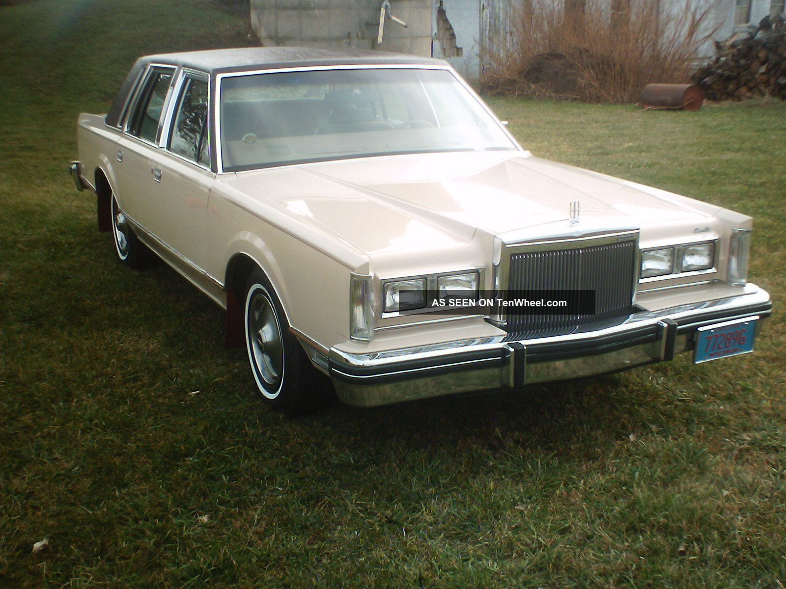 1981 lincoln town car comfortable with extras. Black Bedroom Furniture Sets. Home Design Ideas