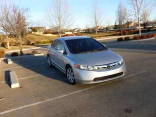 2007 Honda Civic Lx Sedan 4 - Door 1.  8l Manual 5 Speed Economical 4 Door photo
