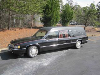 1990 Superior Cadillac Hearse photo