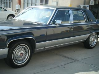 1990 Cadillac Fleetwood Brougham Sedan 4 Door photo