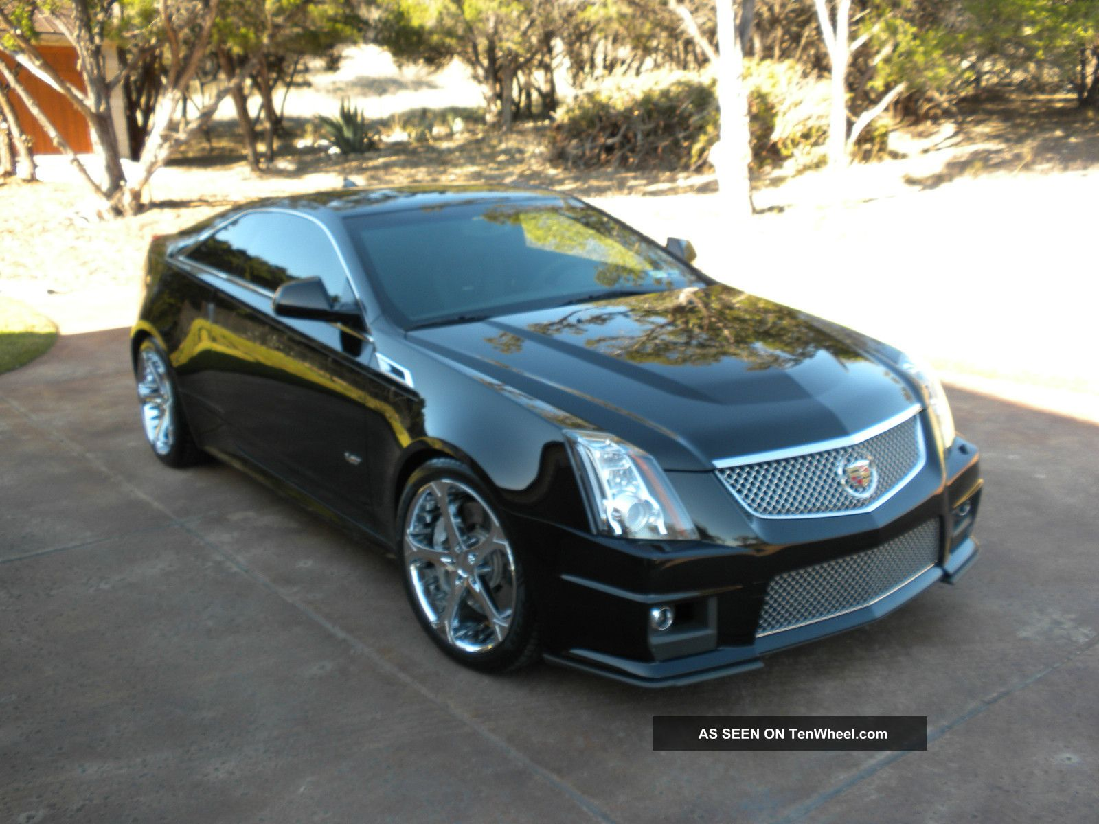 first drive 2011 cadillac cts v coupe is angular autos post. Black Bedroom Furniture Sets. Home Design Ideas