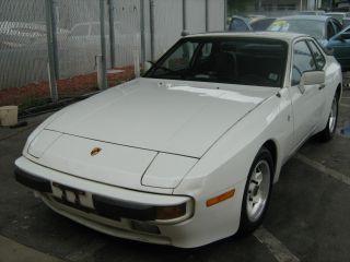 1983 Porsche 944 photo