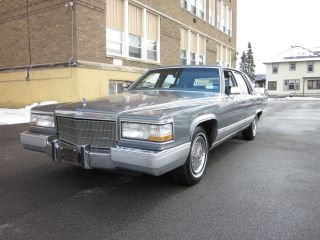 1990 Cadillac Fleetwood Brougham photo