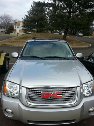 2005 Gmc Envoy Denali Sport Utility 4 - Door 5.  3l photo