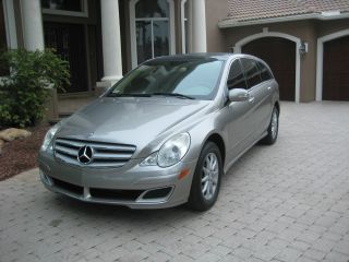 2006 Mercedes Benz R500 - - Sun Roofs - Car Fax photo