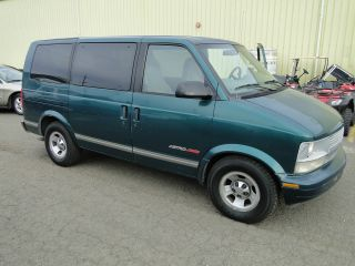 1998 Chevrolet Astro Van - 8 Passenger Van photo