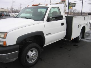 2005 Chevrolet Silverado 3500 Utility Body Dual Rear Wheel 8.  1l 6 Speed Manual photo