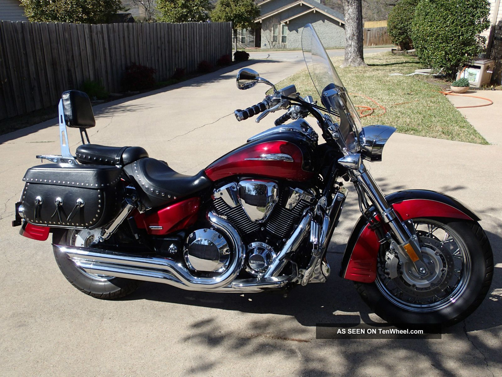 Black Cherry / Black 2004 Honda Vtx 1800r Spec 3 VTX photo