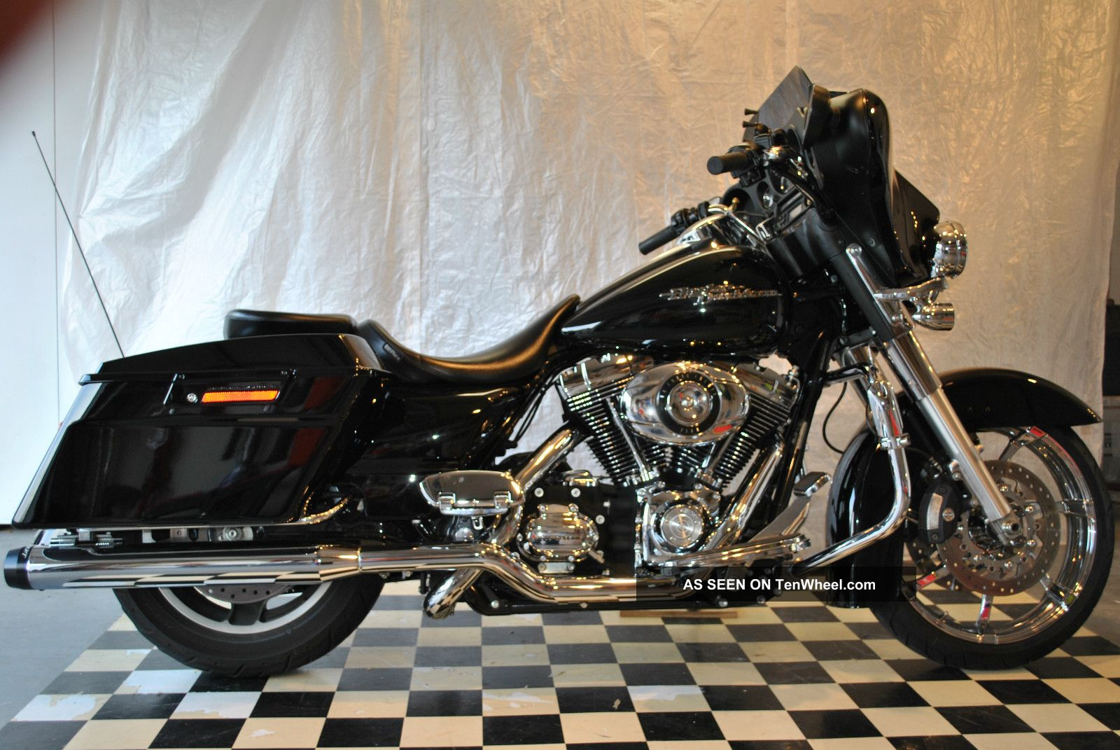 2010 Flhx Street Glide With Extras Touring photo