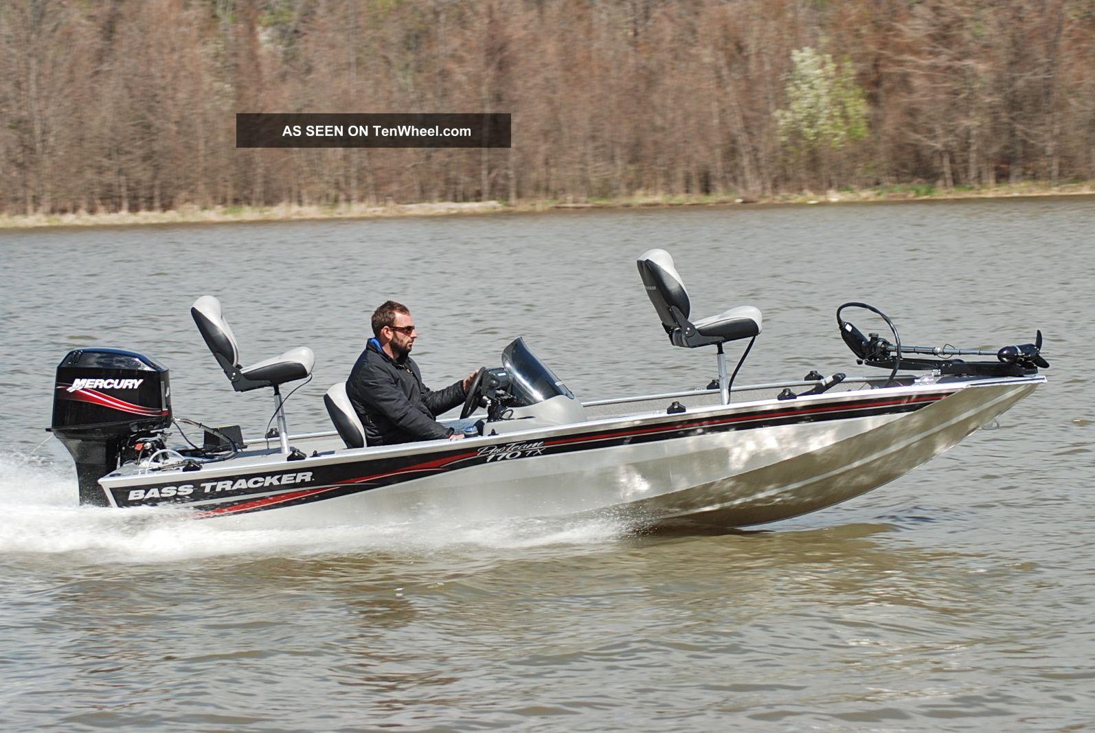 лодка типа bass