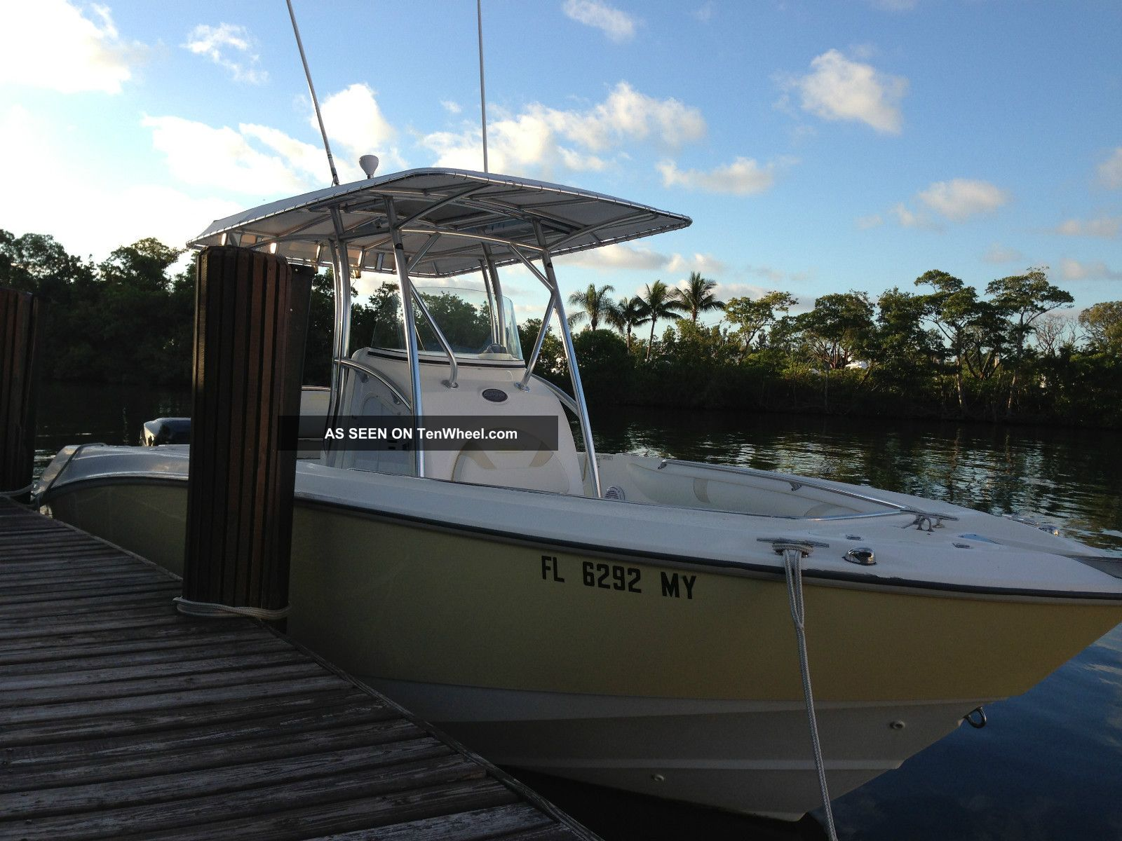 2004 Boston Whaler 240 Outrage Offshore Saltwater Fishing photo