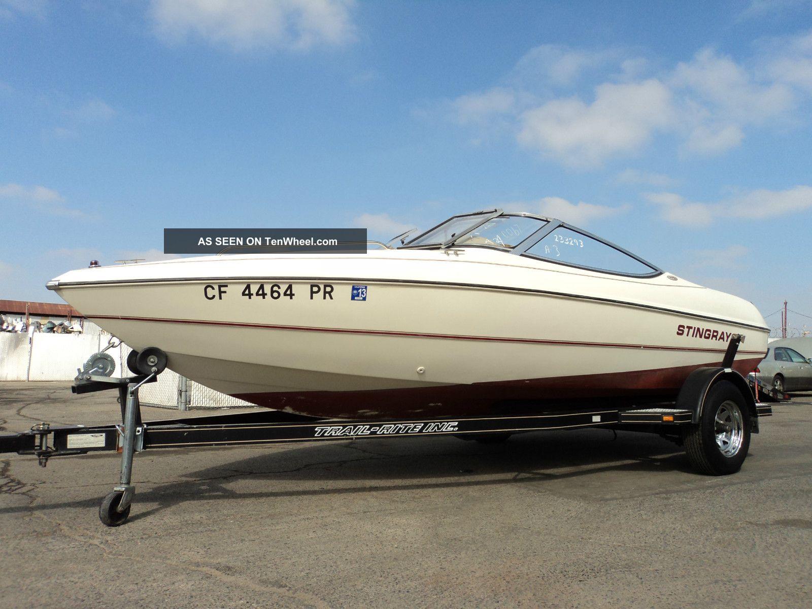 2000 Stingray Boat