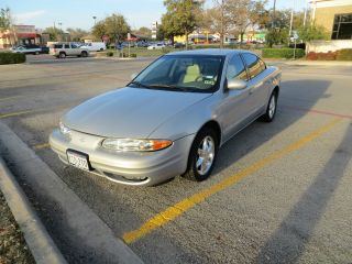 1999 Oldsmobile Alero Gls Sedan 4 - Door 3.  4l photo
