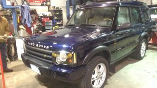 2003 Land Rover Discovery Se Sport Utility 4 - Door 4.  6l Lower Reserve photo