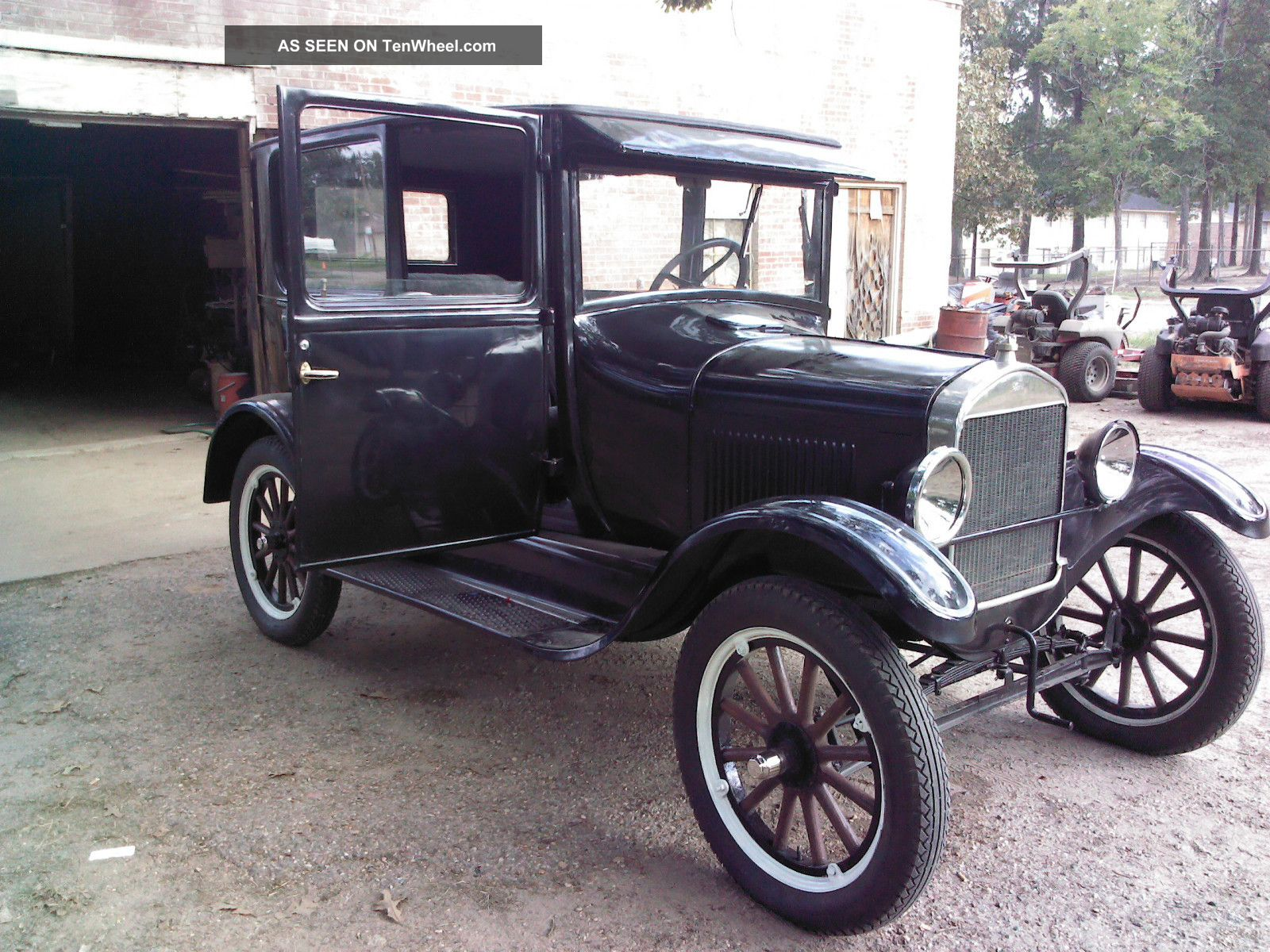 vintage 1926 model t ford black 2 door sedan