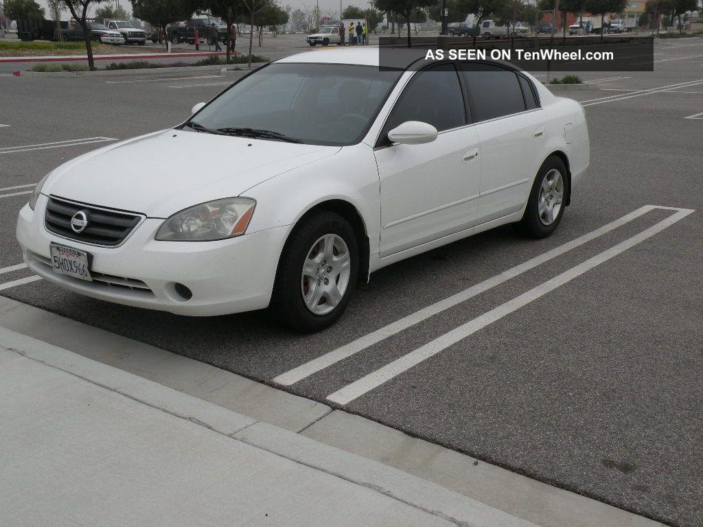 2004 Nissan Altima S Sedan 4 - Door 2.  5l Altima photo
