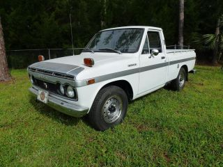 Toyota Hilux N10 1971 Rustfree. photo