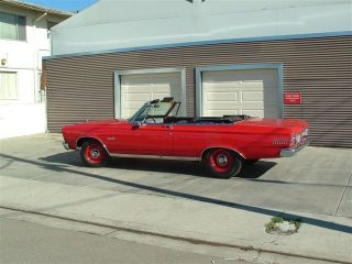 1965 Plymouth Satellite 426 4 - Speed Convertable photo