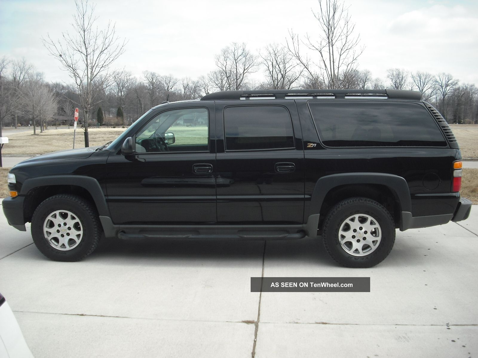 2004 chevrolet suburban pictures edmundscom. Black Bedroom Furniture Sets. Home Design Ideas