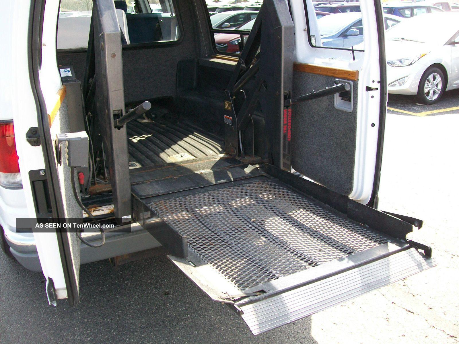 1998 Ford E 150 Universal Wheel Chair Van Braun