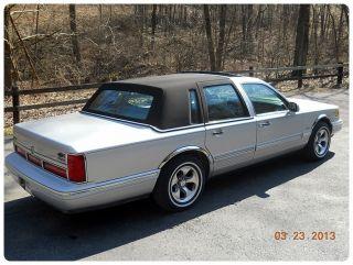 1996 Lincoln Town Car Executive photo