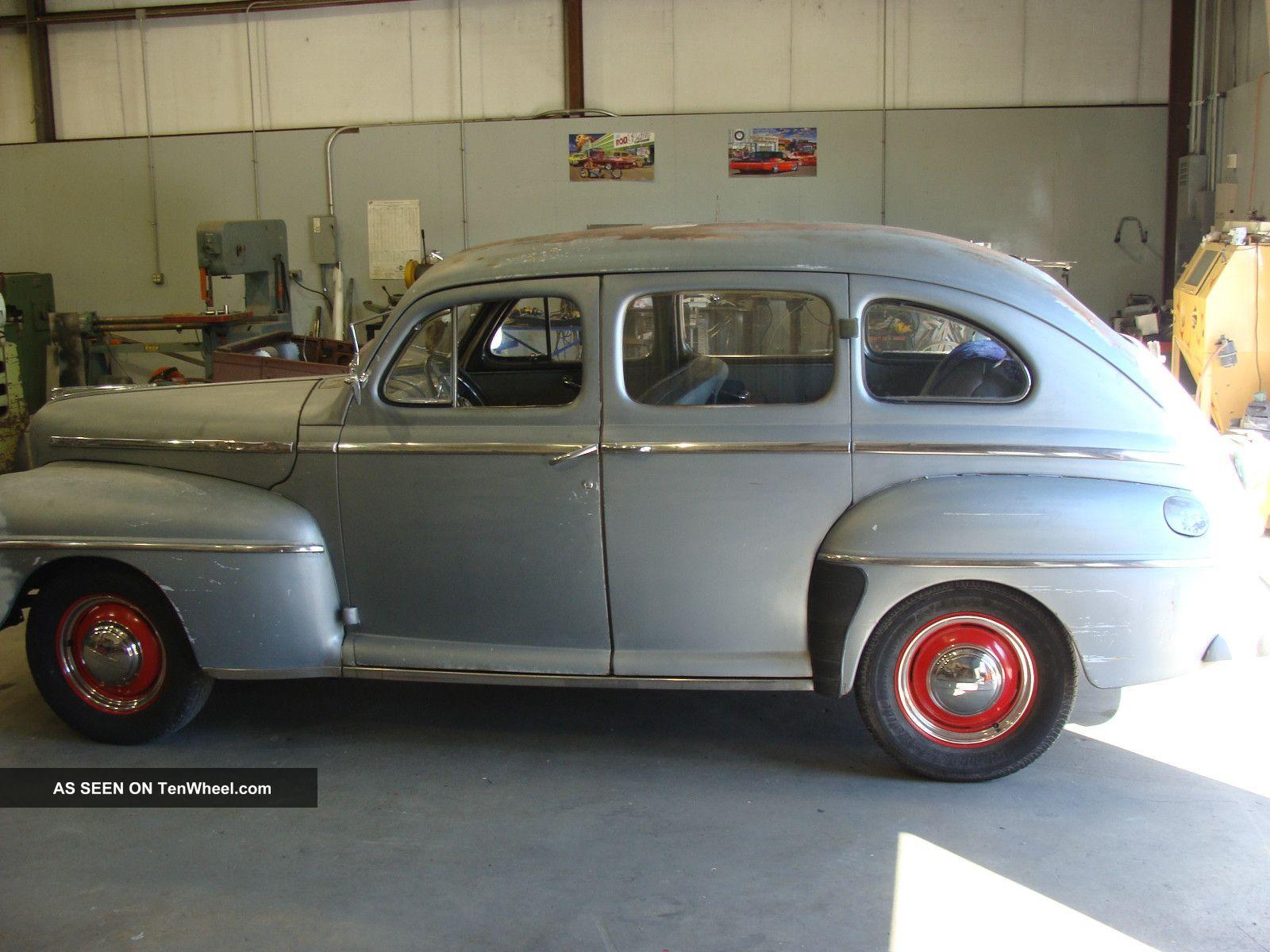 1947 ford deluxe 4 door sedan