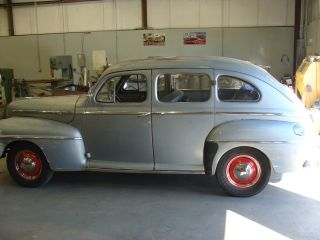 1947 Ford Deluxe 4 Door Sedan photo