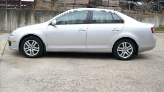 2009 Volkswagen Jetta Tdi Sedan 4 - Door 2.  0l photo
