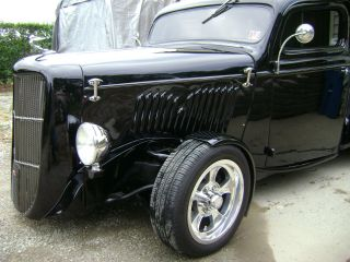 1935 Ford Hot Rod Pickup photo