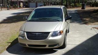 2006 Chrysler Town & Country photo