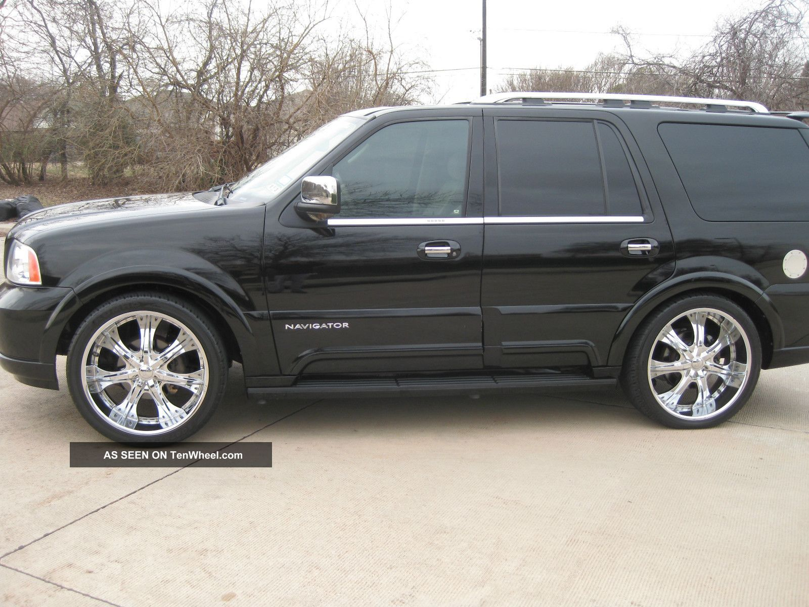 2004 lincoln navigator base sport utility 4 door 5 4l. Black Bedroom Furniture Sets. Home Design Ideas