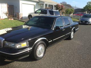 1996 Lincoln Town Car Signature Sedan 4 - Door 4.  6l photo