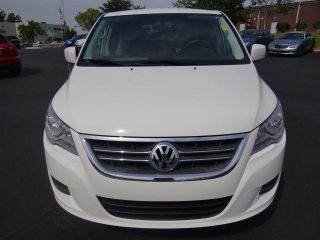 2010 Volkswagen Routan Se White Very Dual Dvd Sto & Go Seats photo