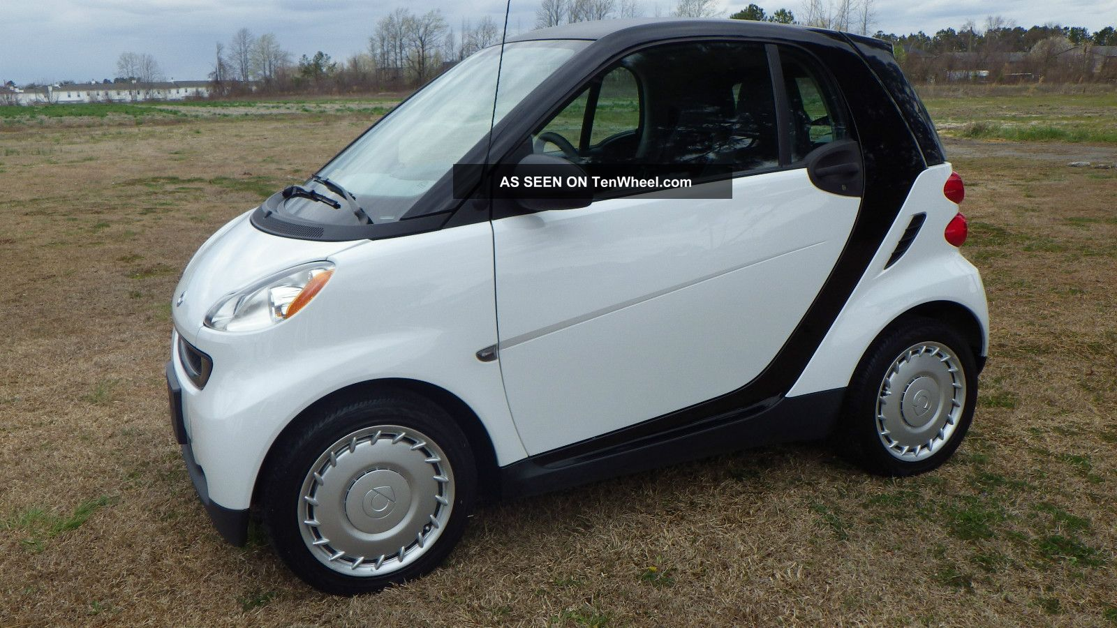 2009 smart fortwo pure coupe automatic white only 39k. Black Bedroom Furniture Sets. Home Design Ideas