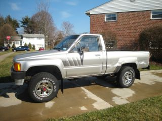 1988 Toyota Sr5 Hilux Pickup,  4x4,  5 - Spd Manual,  4 Cylinder 22r - E photo