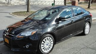2012 Ford Focus Titanium Fully Loaded photo