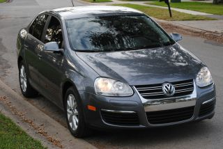 2010 Vw Jetta,  2.  5l,  Anthracite Metallic,  Loaded,  Additional Pre Owner photo